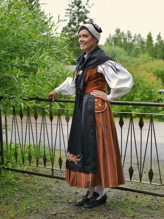 Uudenkaarlepyyn kansallispuku Nykarleby folkdräkt