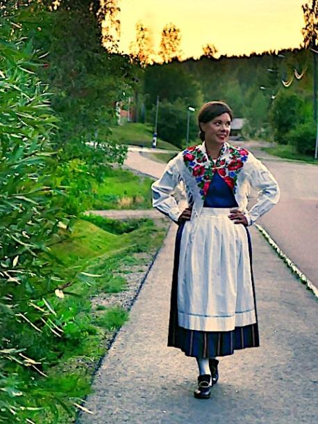 Uudenkaarlepyyn maalaiskunnan puku Nykarleby landskommun dräkt